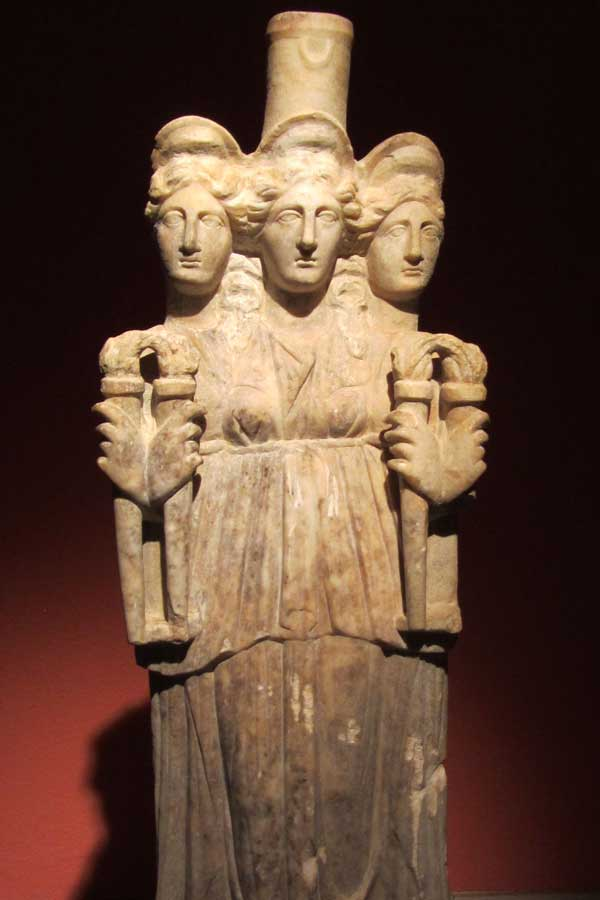 How to Summon Hecate - Goddess Hecate Statue